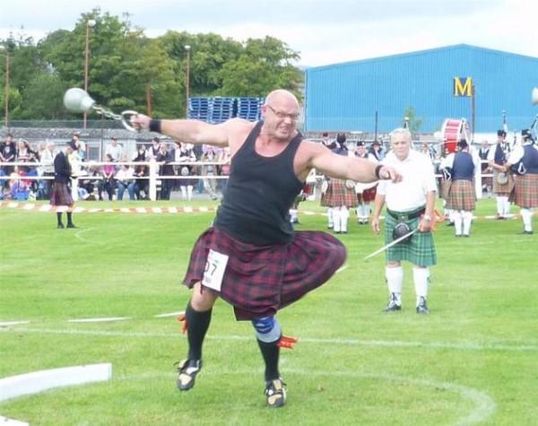 Hans Dieter Dorow (m.) von den Stone-Walker führt bei den Schortischen Freunden die Disziplin Weight for Distance.